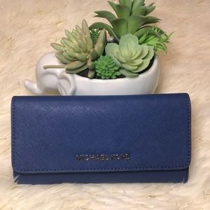 Michael kors Large Trifold Leather travel wallet